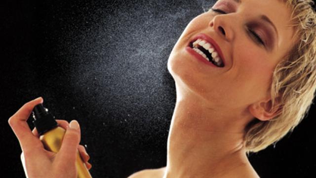 ¿En qué parte del cuerpo se coloca el perfume?
